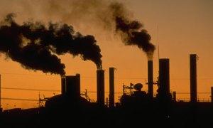 polusi pabrik sangat merugikan kesehatan masyarakat sekitarnya